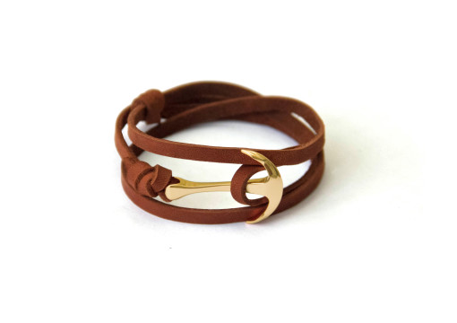 Gold anchor bracelet on brown leather